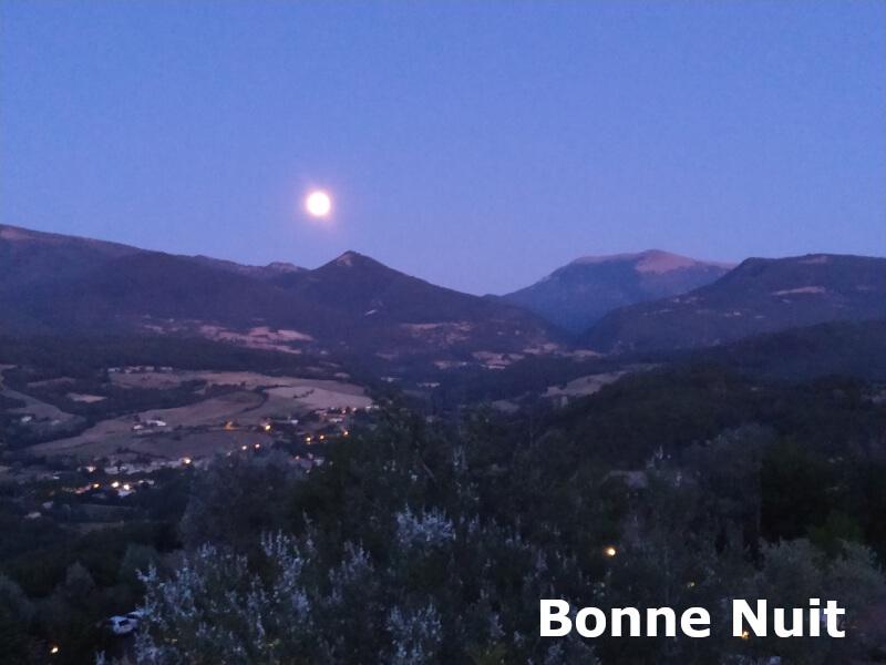 Un levé de lune en Drôme