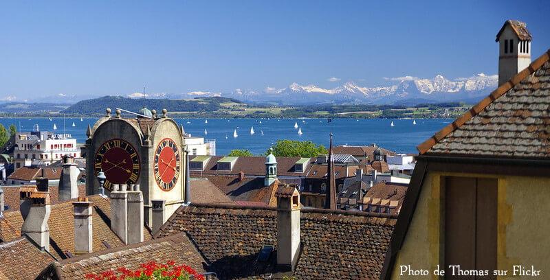 Vue du lac de Neuchâtel depuis la ville de Neuchâtel