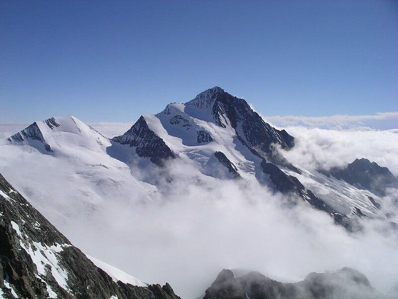 Le sommet du Finsteraarhorn